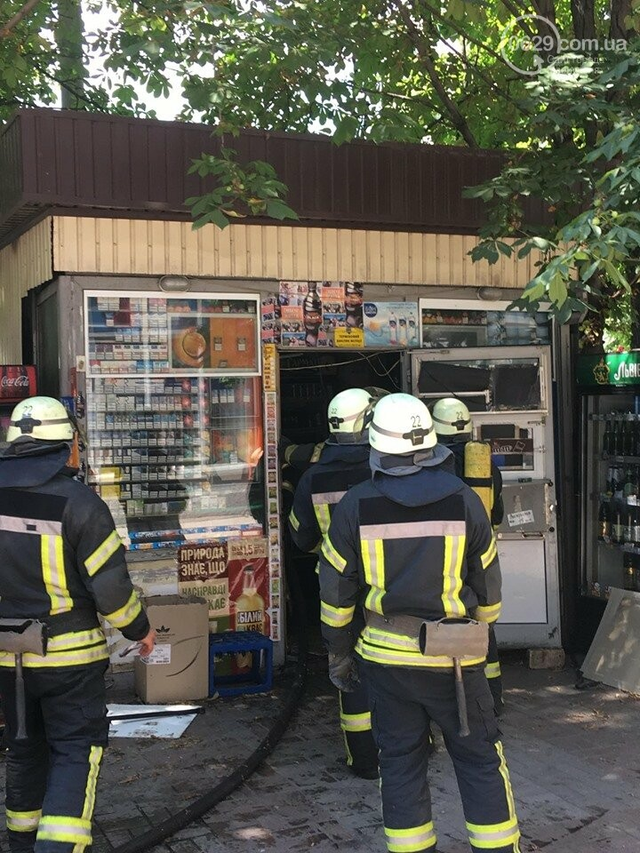 В центре Мариуполя горел сигаретный  киоск, - ФОТОФАКТ+ВИДЕО, фото-1
