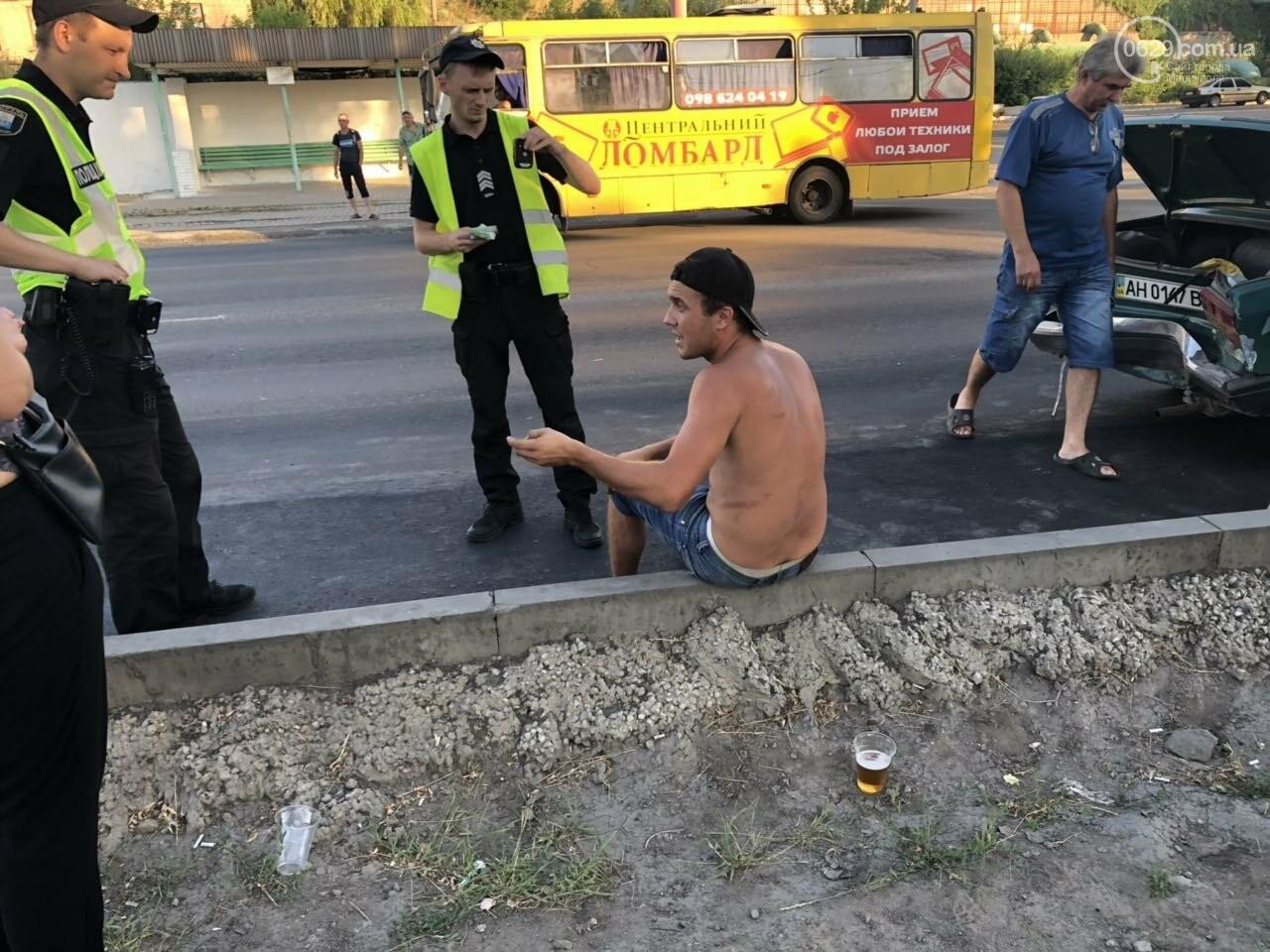 """В Мариуполе пьяный таксист с голым торсом врезался в """"семерку"""", - ФОТО, ВИДЕО, фото-1"""