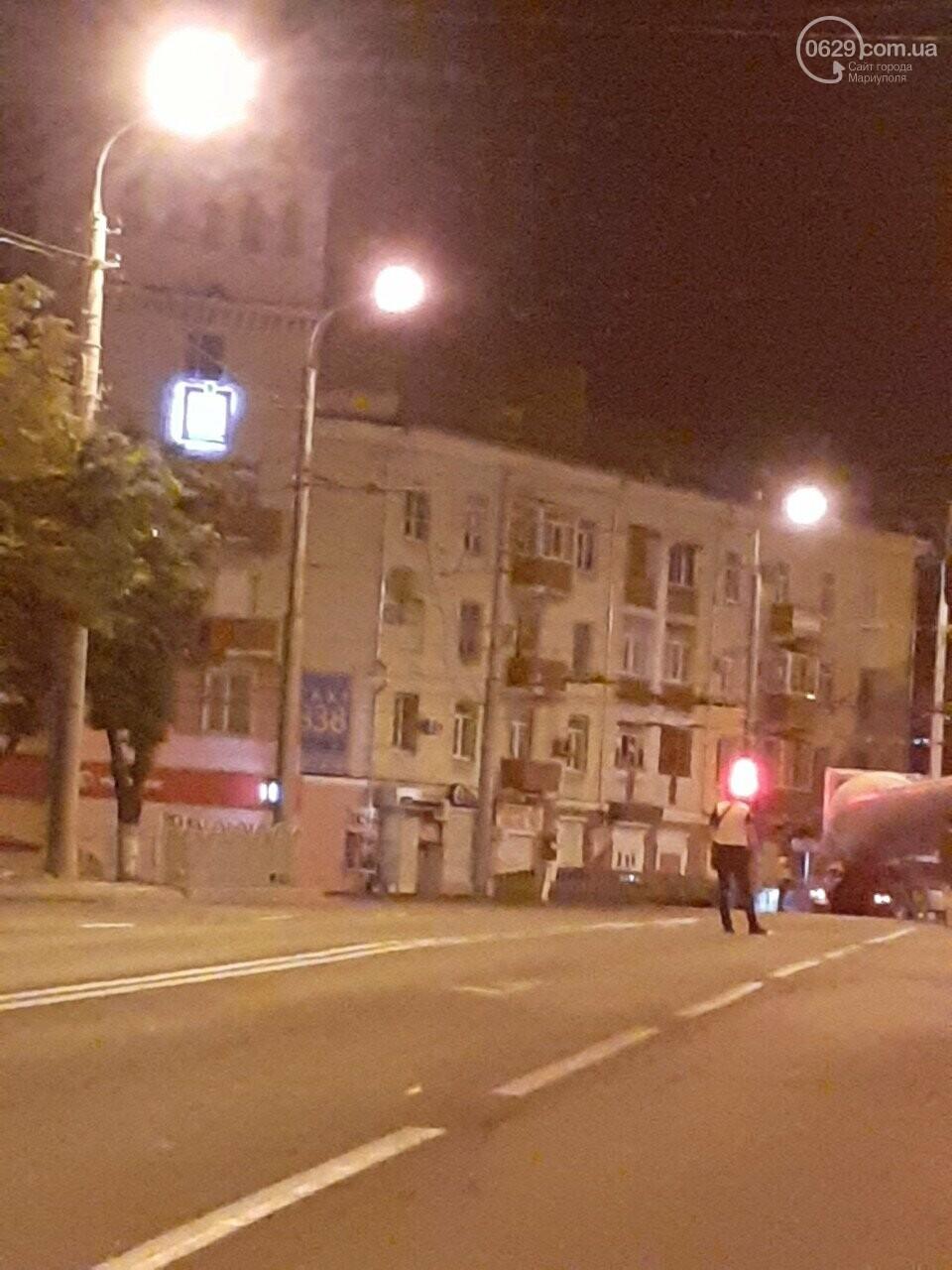 В центре Мариуполя застрял  длинномер, перевозивший лопасть  ветряка,-  Дополнено, ФОТО, ВИДЕО, фото-2