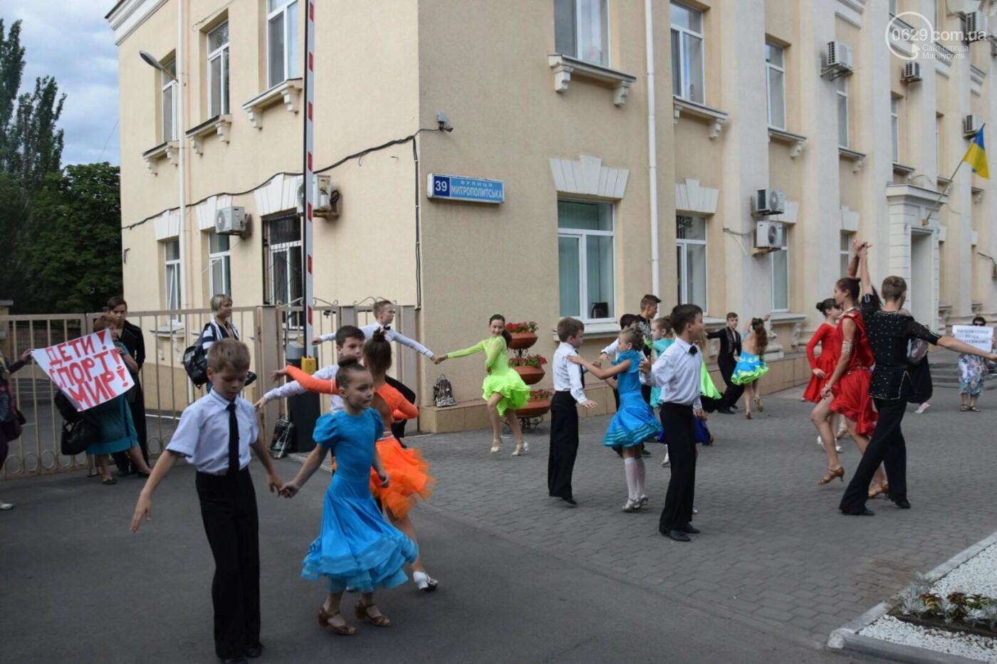 """Спасение """"Зироньки"""": в  Мариуполе дети устроили танцевальный флешмоб под зданием мэрии, - ФОТО, фото-5"""