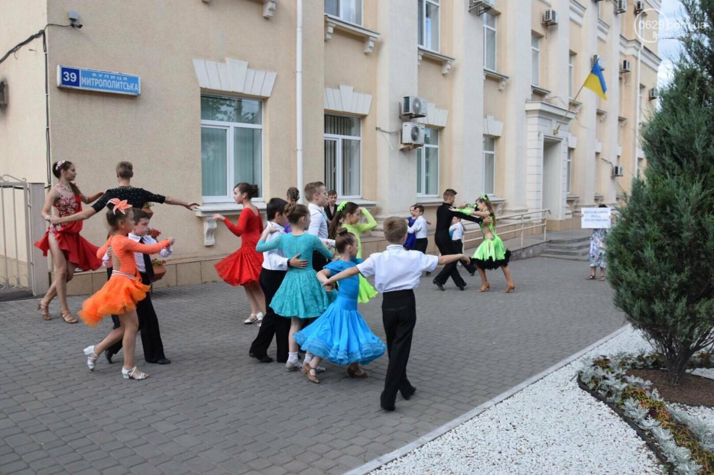 """Спасение """"Зироньки"""": в  Мариуполе дети устроили танцевальный флешмоб под зданием мэрии, - ФОТО, фото-6"""