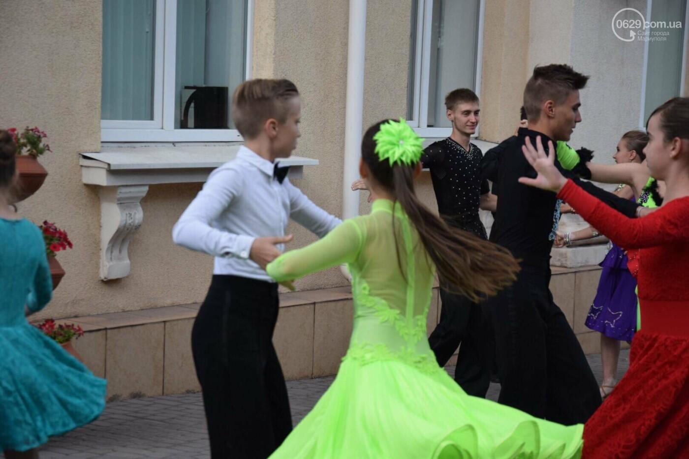 """Спасение """"Зироньки"""": в  Мариуполе дети устроили танцевальный флешмоб под зданием мэрии, - ФОТО, фото-10"""