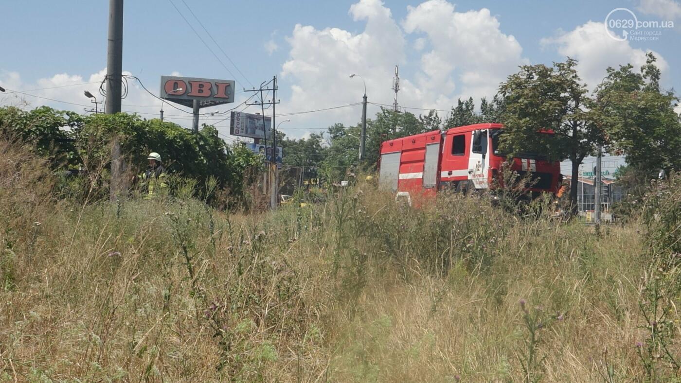 В Мариуполе за автостанцией выгорел гектар сухой травы, - ФОТО, ВИДЕО, фото-19