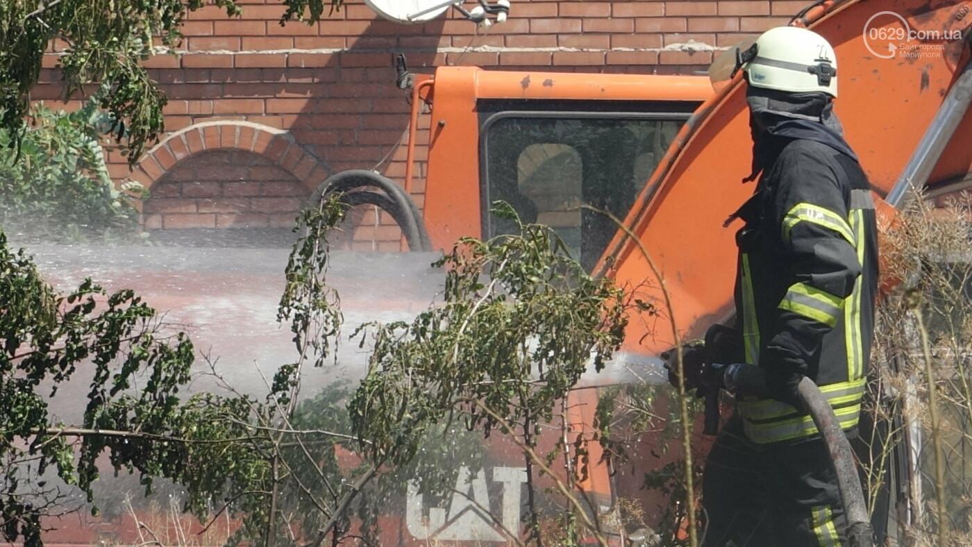 В Мариуполе за автостанцией выгорел гектар сухой травы, - ФОТО, ВИДЕО, фото-17
