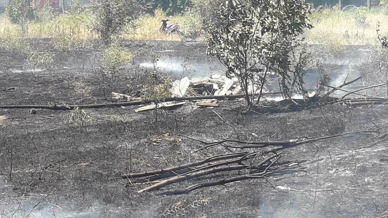 В Мариуполе за автостанцией выгорел гектар сухой травы, - ФОТО, ВИДЕО, фото-9