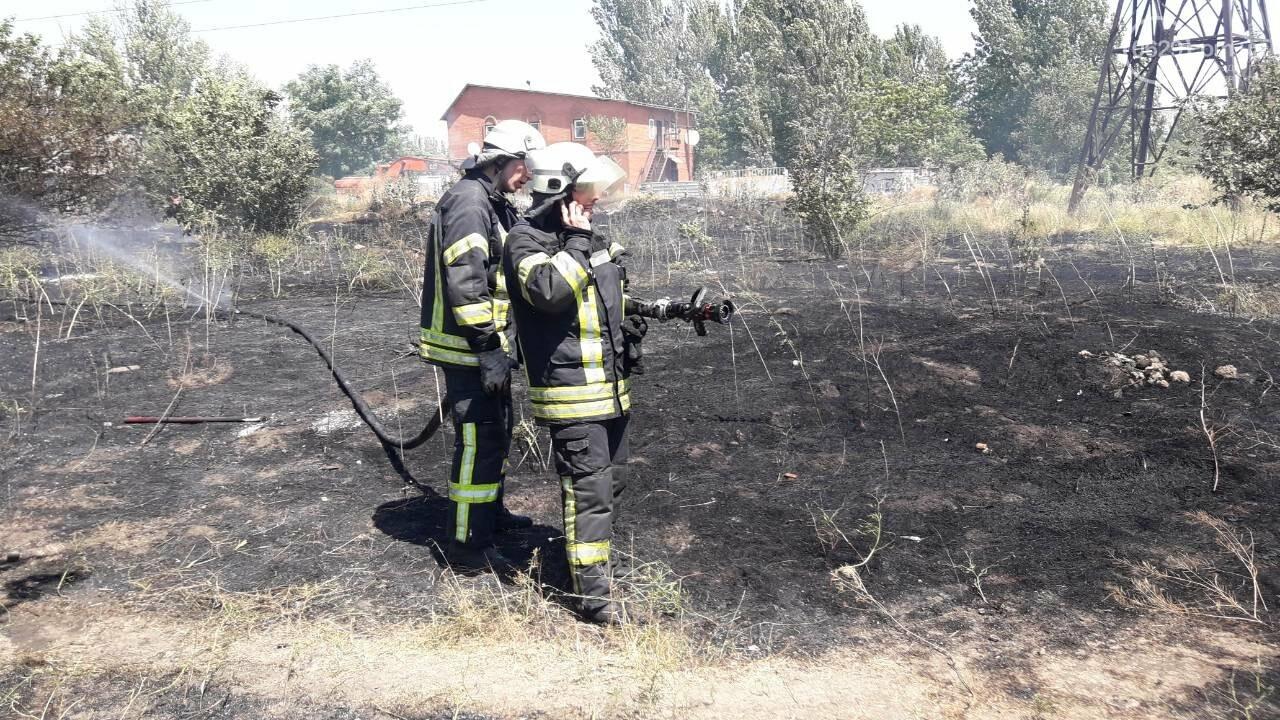В Мариуполе за автостанцией выгорел гектар сухой травы, - ФОТО, ВИДЕО, фото-2