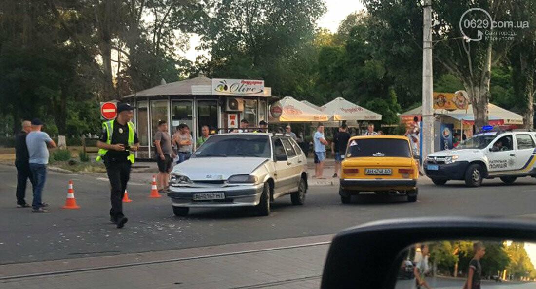 ДТП возле киосков-близнецов в Мариуполе. Пострадал 24-летний парень, - ФОТО, фото-1