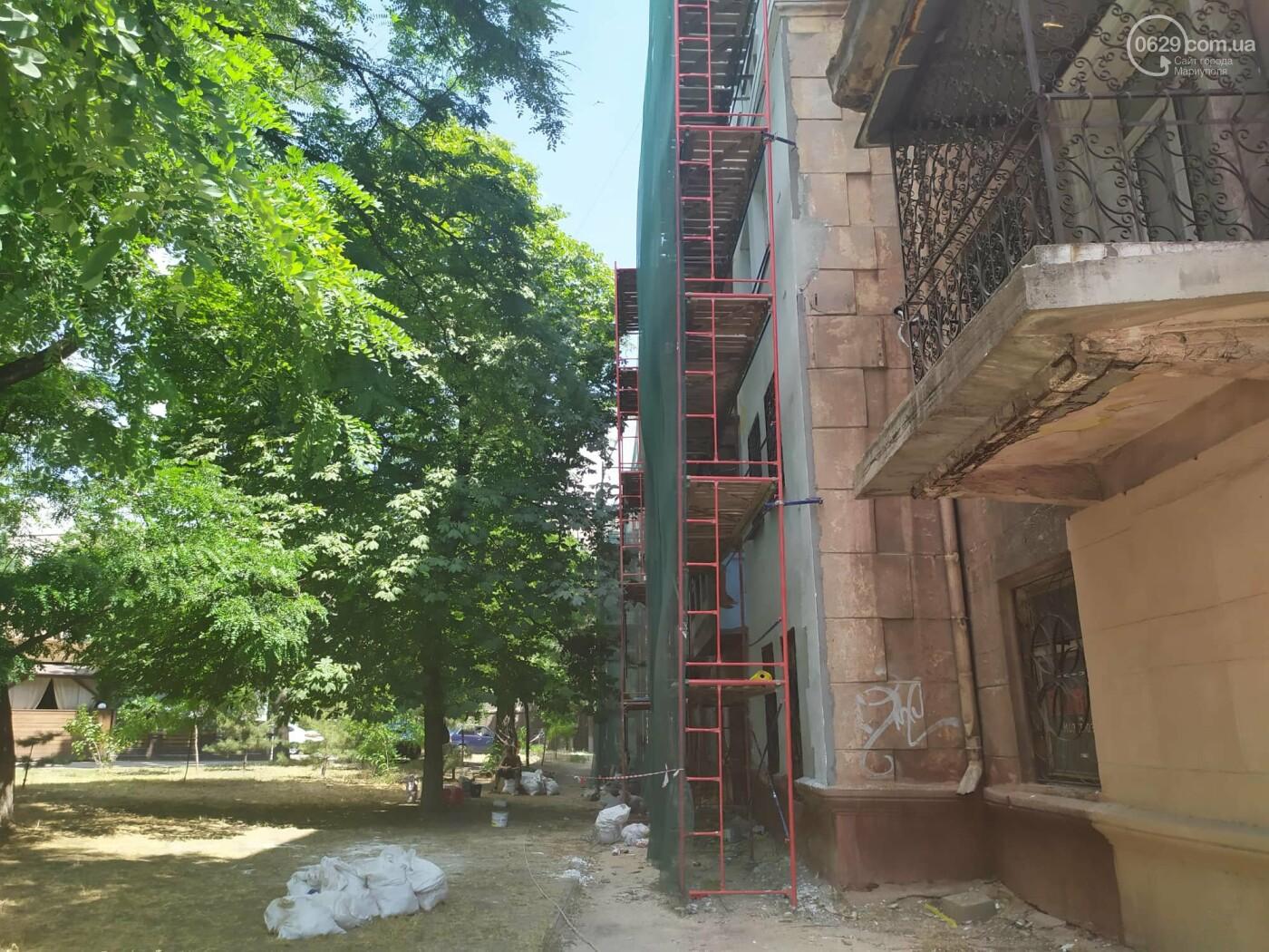 Опасный ремонт! В центре Мариуполя грабители лезут по строительным лесам в квартиры многоэтажки, - ФОТО, фото-3