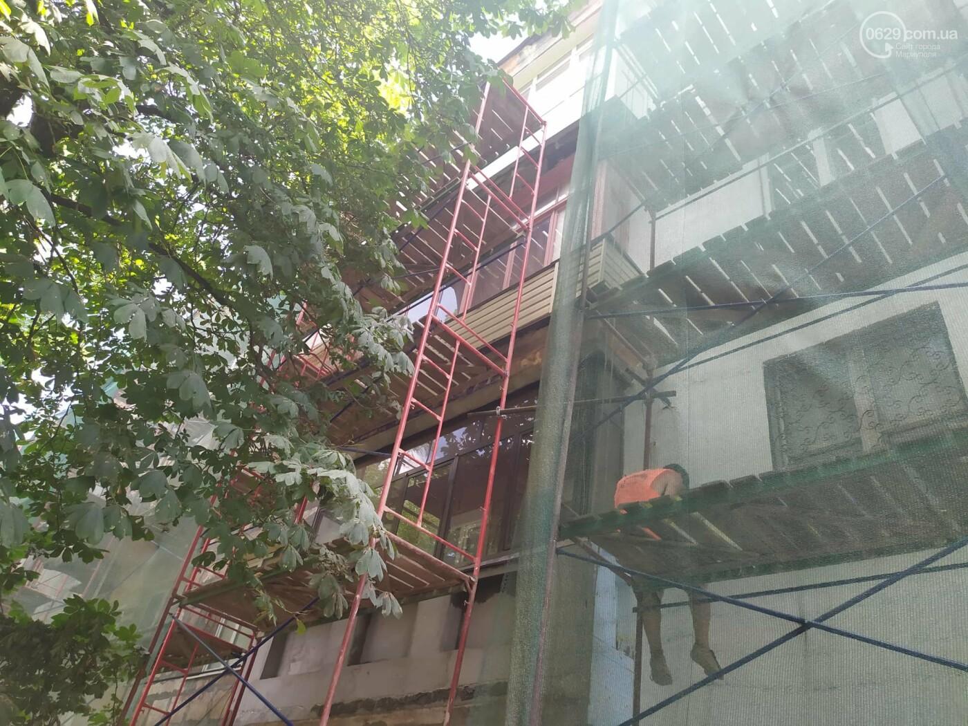 Опасный ремонт! В центре Мариуполя грабители лезут по строительным лесам в квартиры многоэтажки, - ФОТО, фото-2