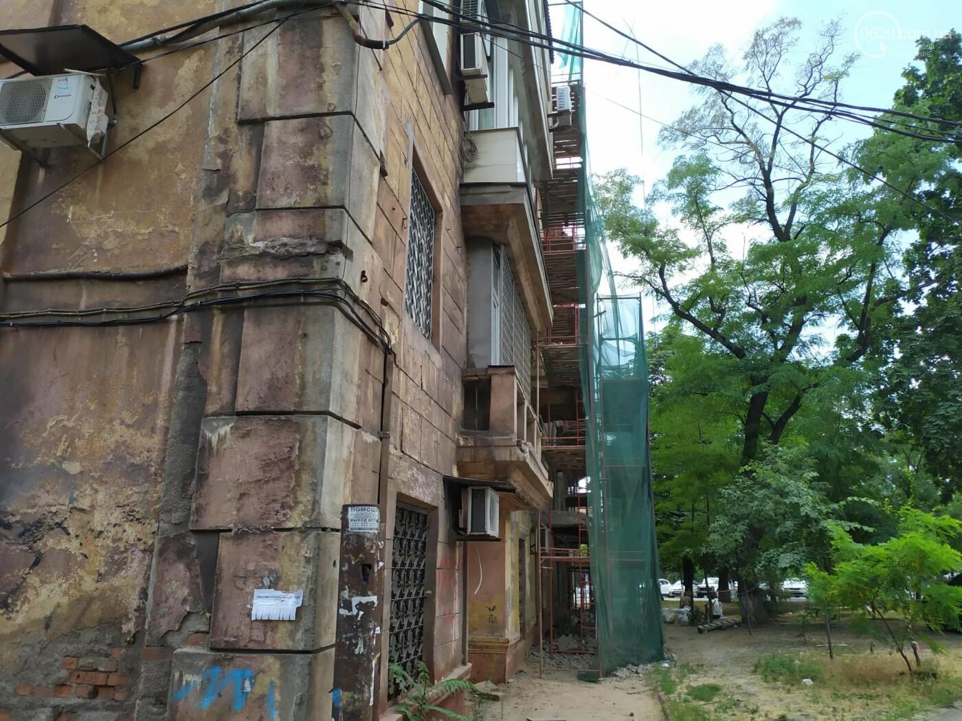 Опасный ремонт! В центре Мариуполя грабители лезут по строительным лесам в квартиры многоэтажки, - ФОТО, фото-5