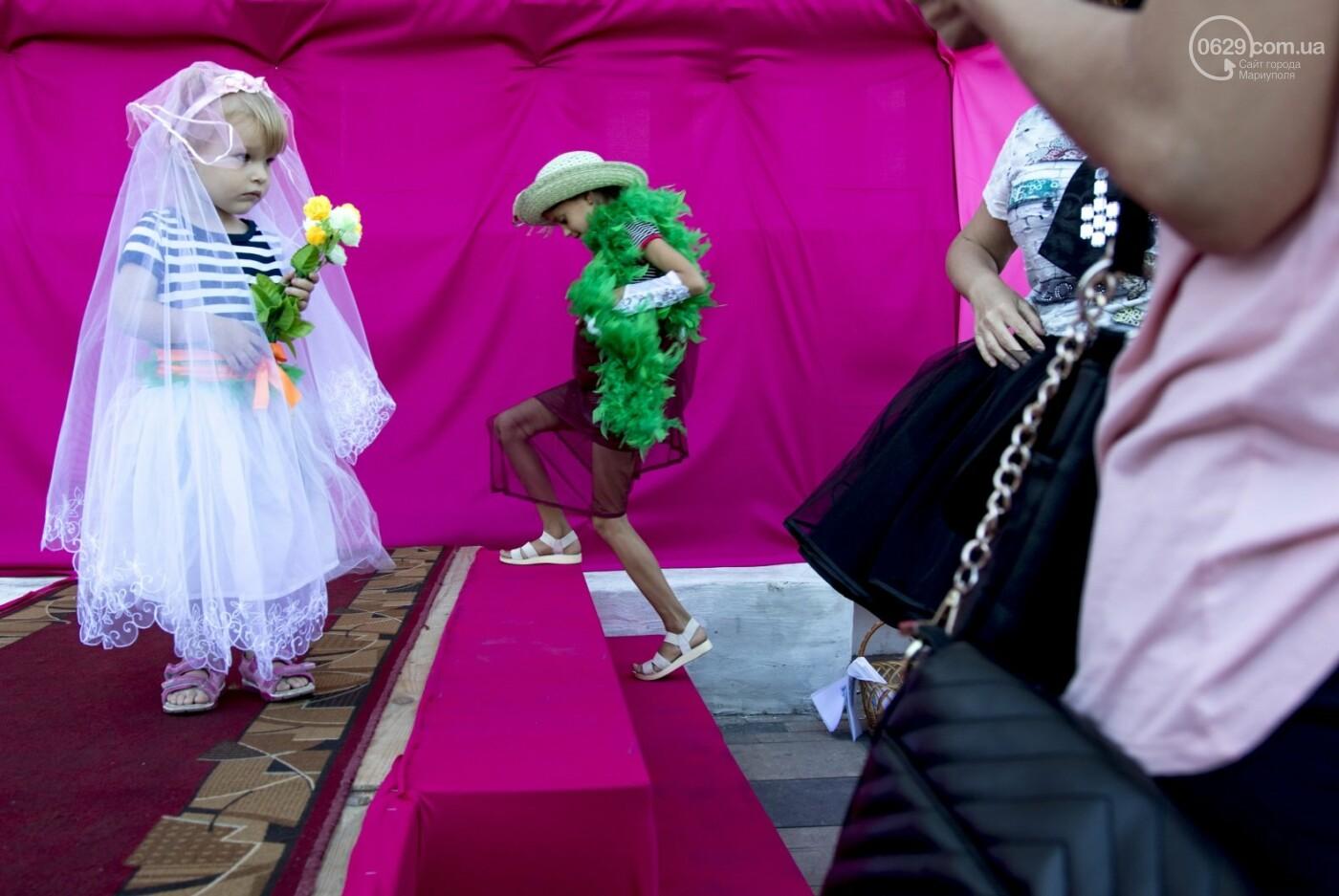 С Аленом Делоном в обнимку. 16 захватывающих фотографий со Дня Франции в Мариуполе, - ФОТОРЕПОРТАЖ, фото-3