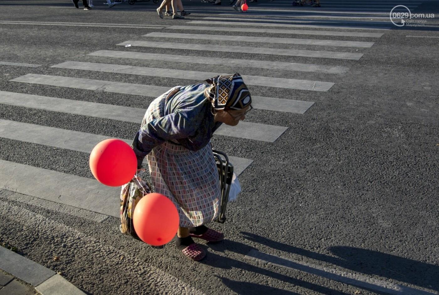 С Аленом Делоном в обнимку. 16 захватывающих фотографий со Дня Франции в Мариуполе, - ФОТОРЕПОРТАЖ, фото-6