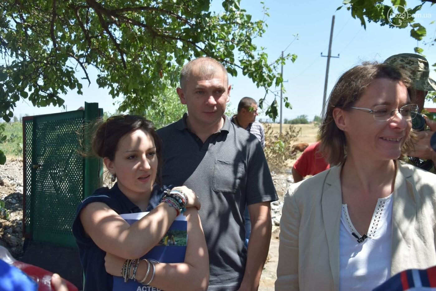 Посол Франции Изабель Дюмон побывала в прифронтовой Талаковке,- ФОТО, ВИДЕО, фото-3