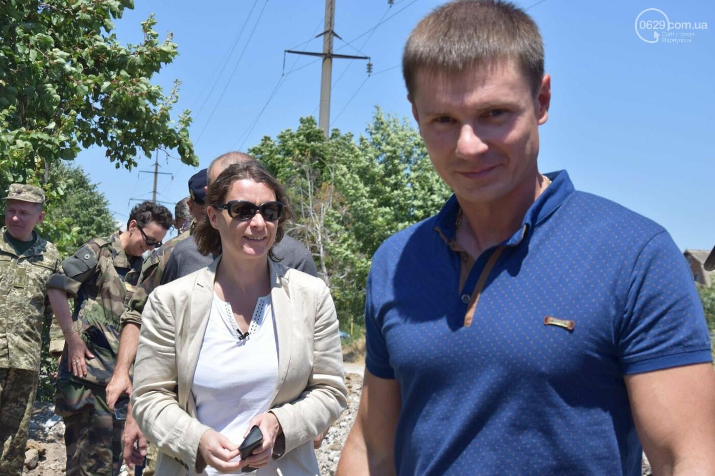 Посол Франции Изабель Дюмон побывала в прифронтовой Талаковке,- ФОТО, ВИДЕО, фото-8