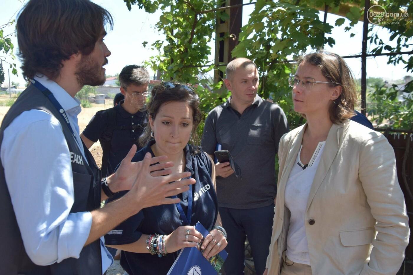Посол Франции Изабель Дюмон побывала в прифронтовой Талаковке,- ФОТО, ВИДЕО, фото-5