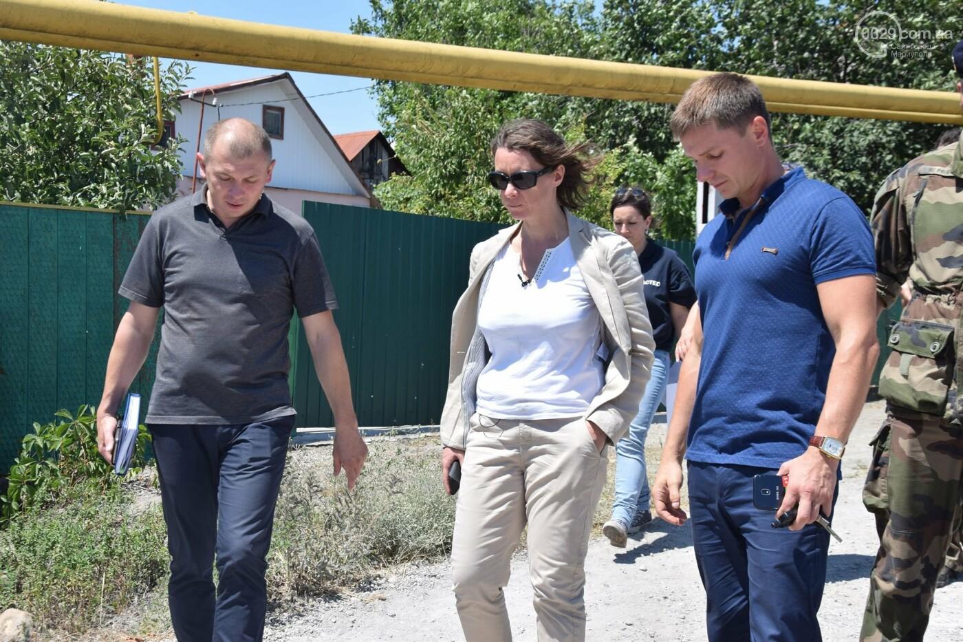 Посол Франции Изабель Дюмон побывала в прифронтовой Талаковке,- ФОТО, ВИДЕО, фото-7