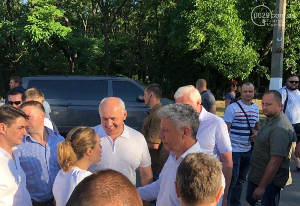 Юрий Бойко и его доверенное лицо Валентин Рыбачук встречаются с жителями Донецкой области, фото-2