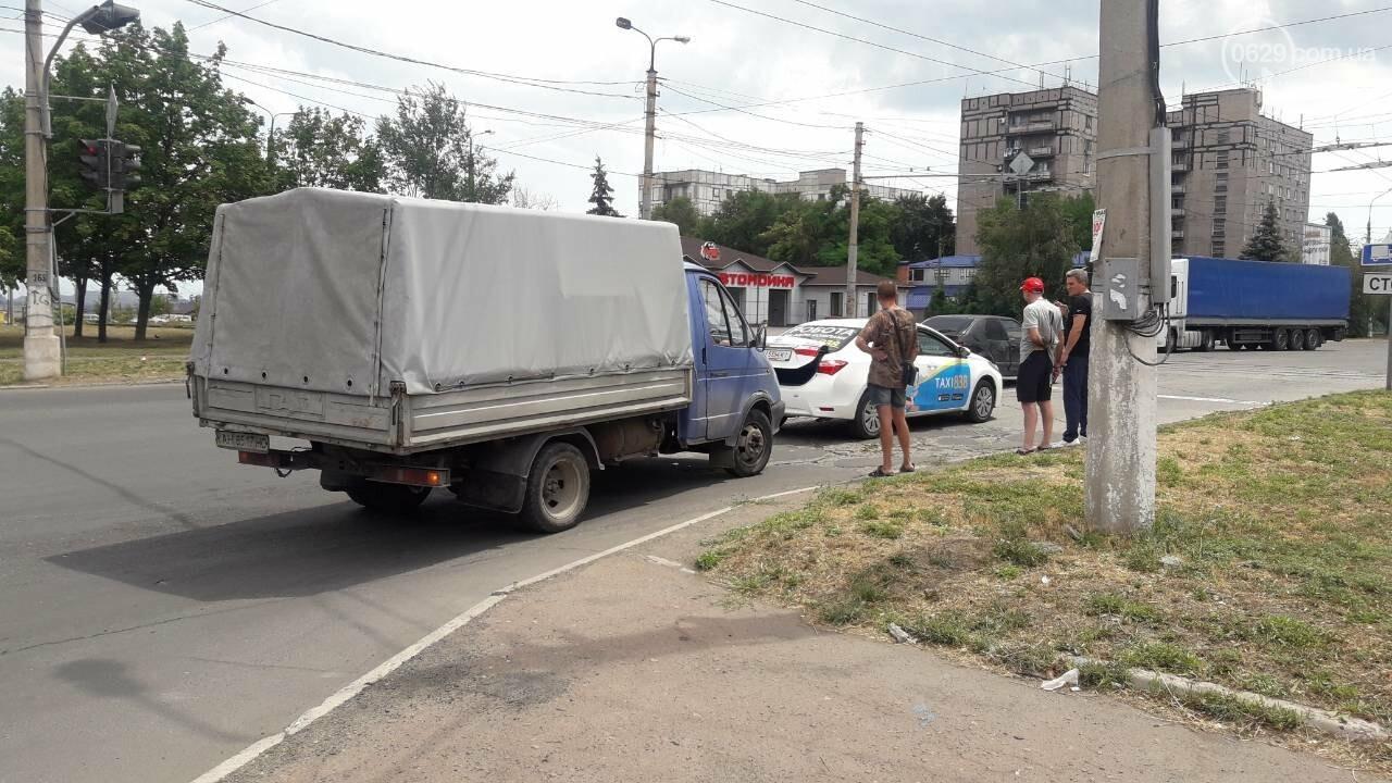 В Мариуполе грузовик догнал такси, - ФОТО, фото-1