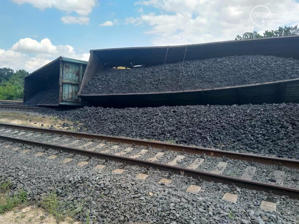 Авария на железной дороге: в Волновахе стоят поезда, следующие из Мариуполя, - ДОПОЛНЕНО ФОТО, фото-3
