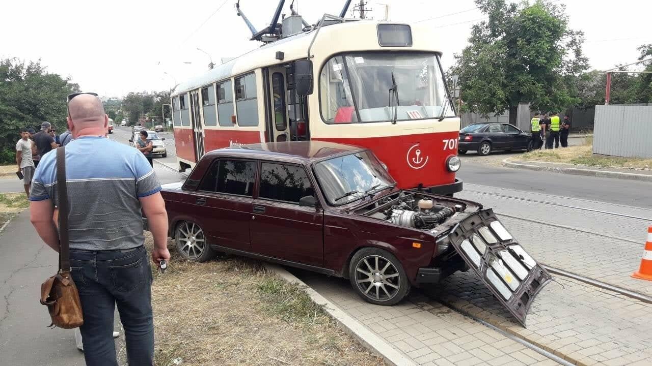 В Мариуполе столкнулись легковой автомобиль и трамвай, - ФОТО, ВИДЕО, фото-6