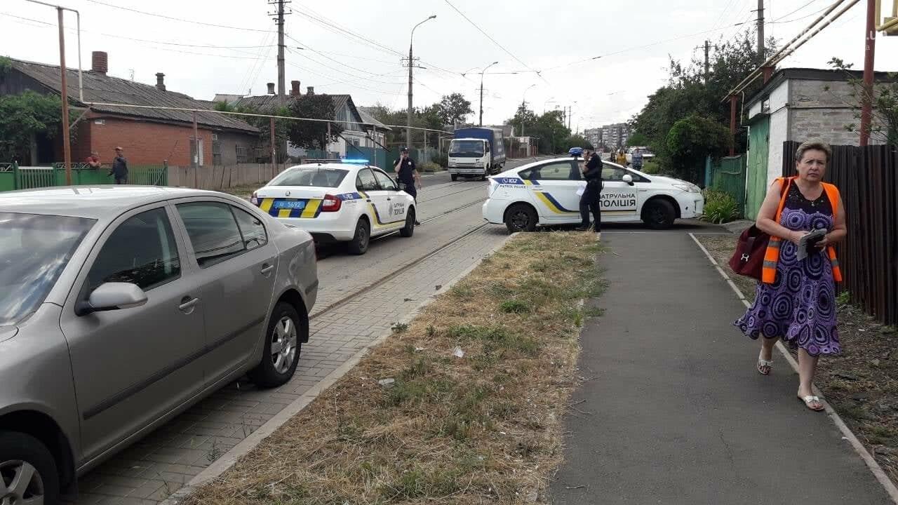 В Мариуполе столкнулись легковой автомобиль и трамвай, - ФОТО, ВИДЕО, фото-4