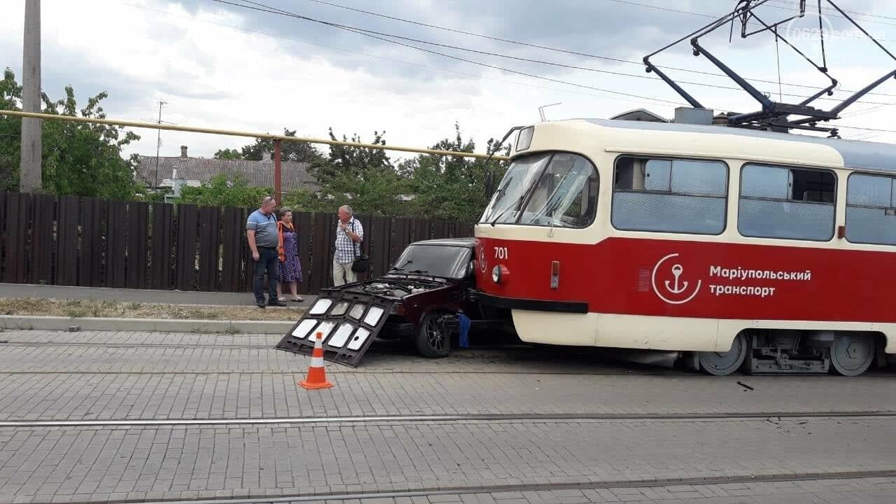 В Мариуполе столкнулись легковой автомобиль и трамвай, - ФОТО, ВИДЕО, фото-5