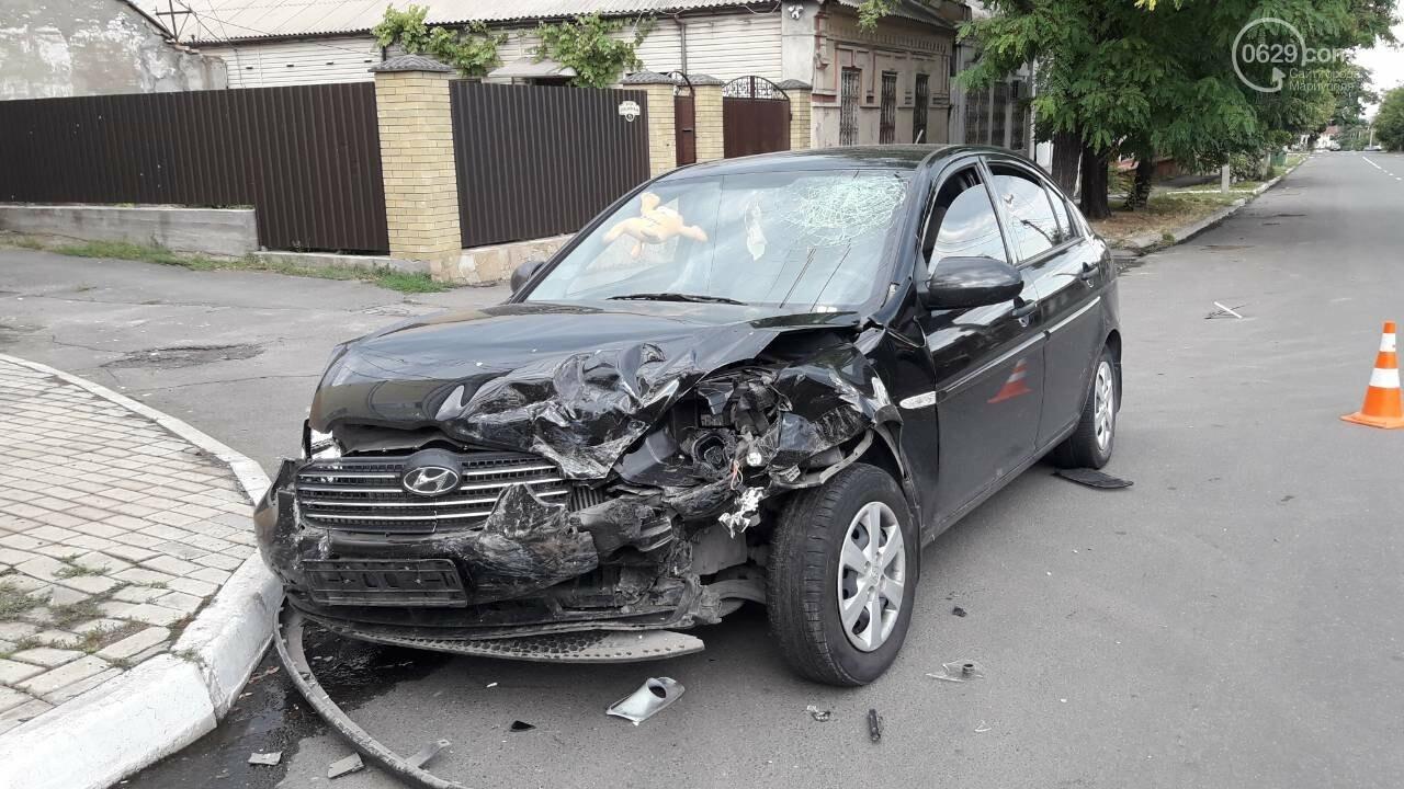 В Мариуполе лоб в лоб столкнулись Волга и Hyundai. Есть пострадавший, - ФОТО, фото-1