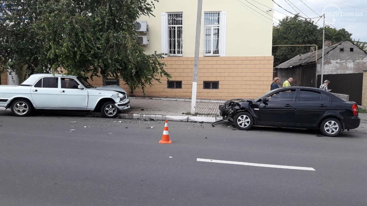 В Мариуполе лоб в лоб столкнулись Волга и Hyundai. Есть пострадавший, - ФОТО, фото-6
