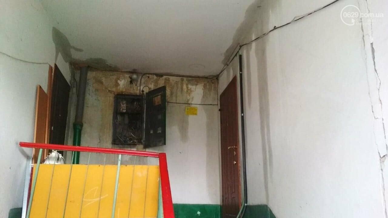 Во время ремонта крыши жильцов уже затопило 3 раза, - ФОТО, фото-6