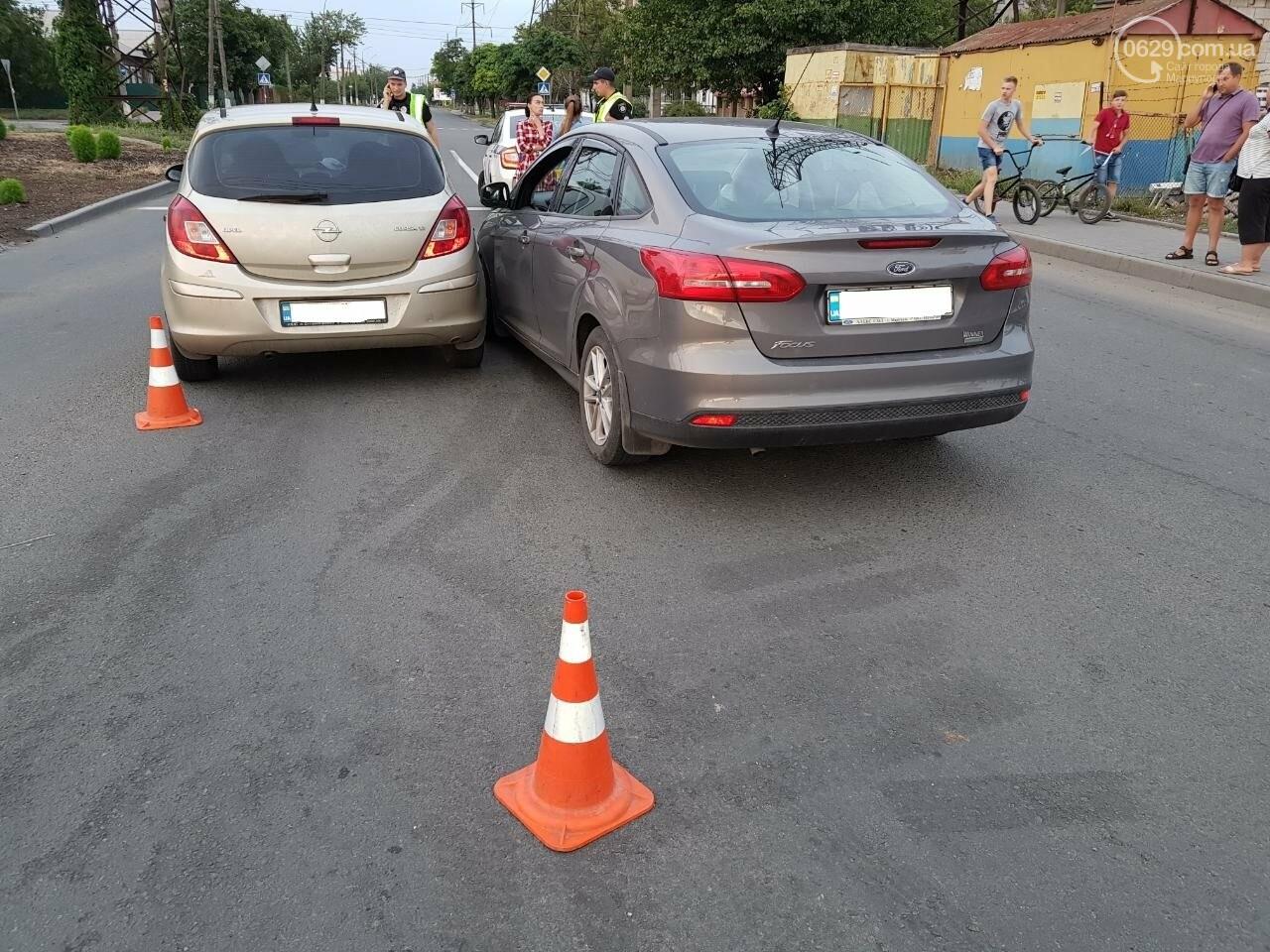 В Мариуполе не поделили перекресток «Опель» и «Форд», - ФОТО, фото-1