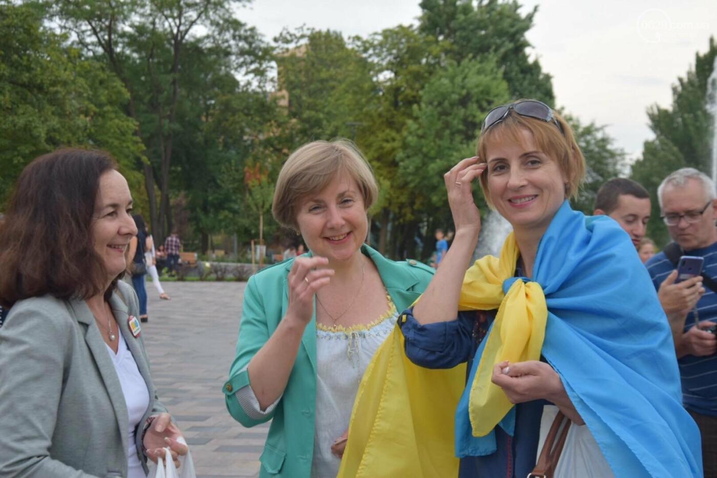В Мариуполе радостно встретили Закон об украинском языке, - ФОТО, фото-2