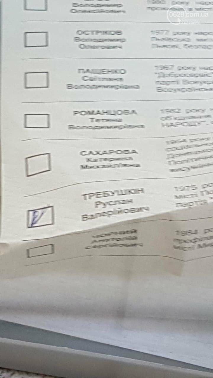 На участке, где баллотируется мэр-сепаратист, вбросили бюллетени, - ВИДЕО, фото-1