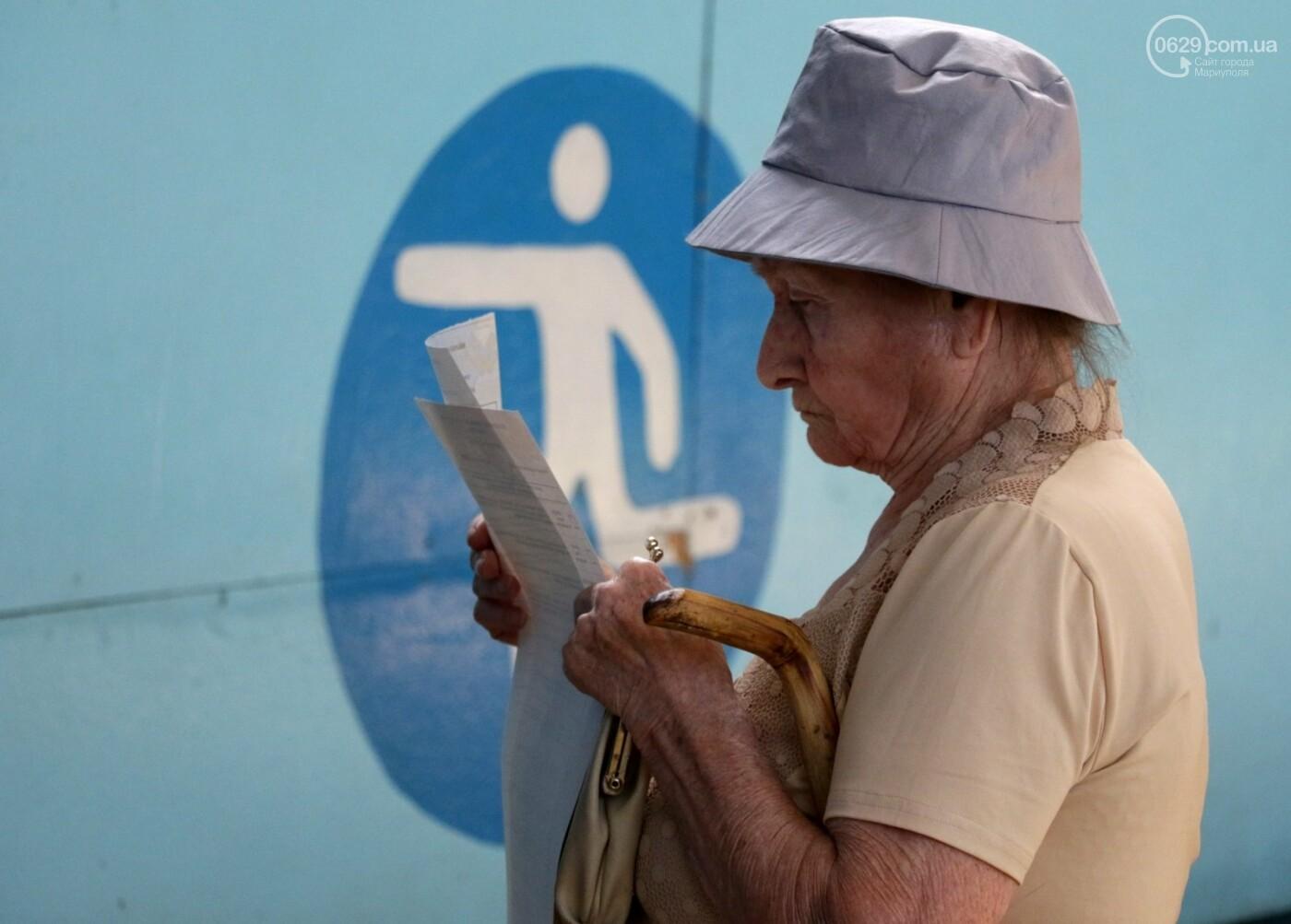 Как бабушки и дедушки будущее Украины выбирали, пока молодежь загорала на пляже, - ФОТОРЕПОРТАЖ, фото-1
