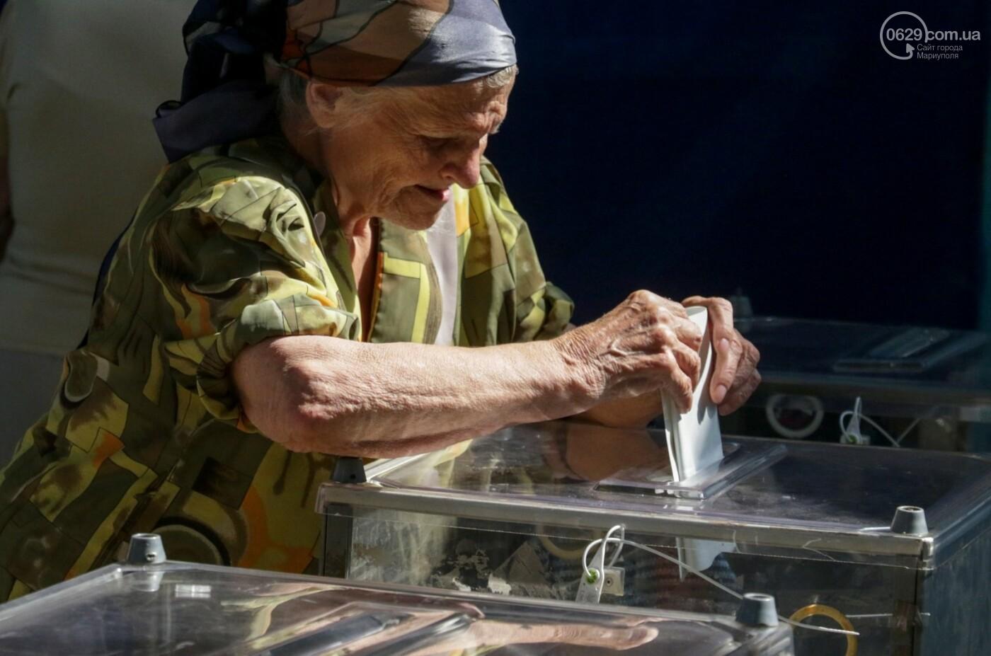 Как бабушки и дедушки будущее Украины выбирали, пока молодежь загорала на пляже, - ФОТОРЕПОРТАЖ, фото-2