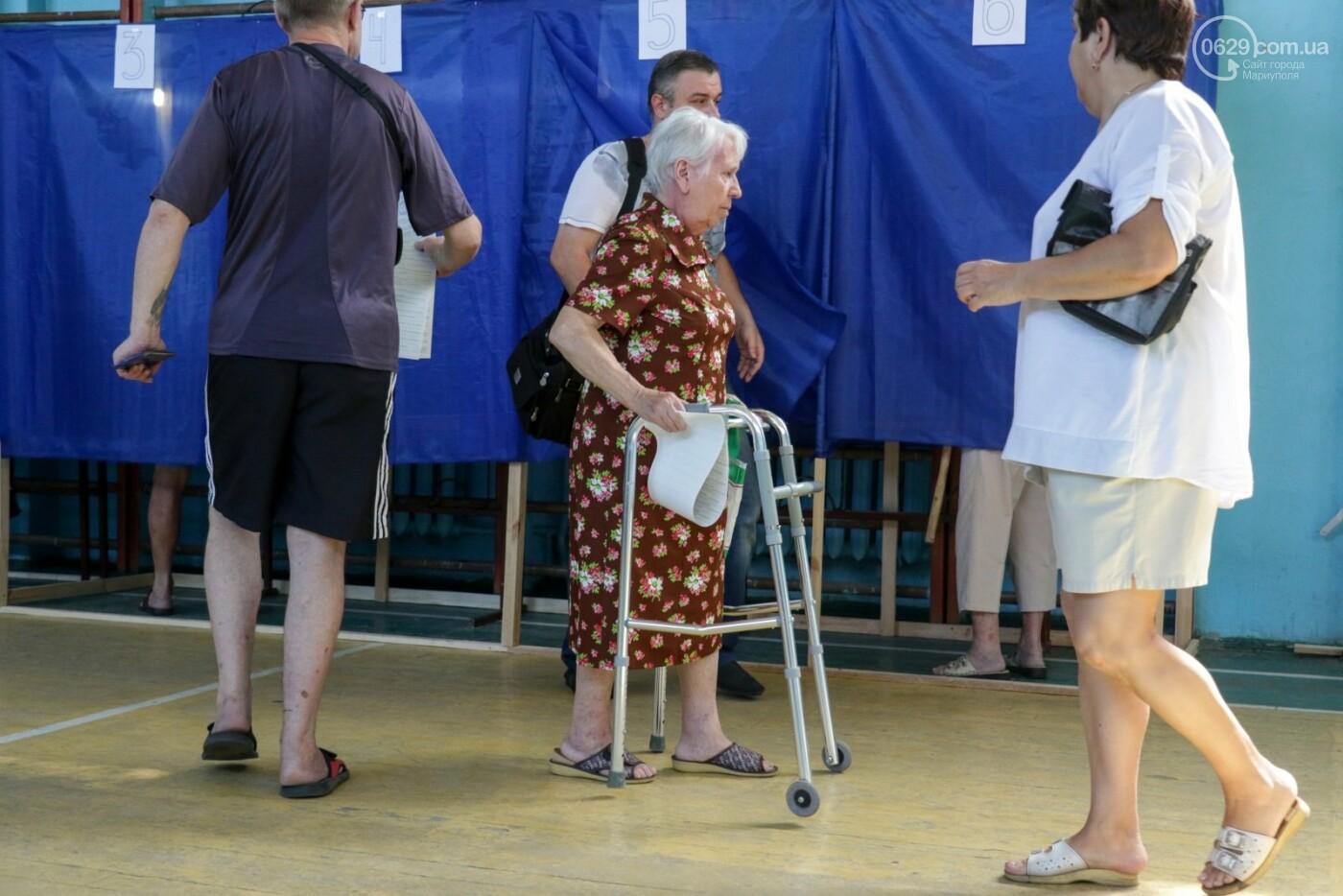Как бабушки и дедушки будущее Украины выбирали, пока молодежь загорала на пляже, - ФОТОРЕПОРТАЖ, фото-8