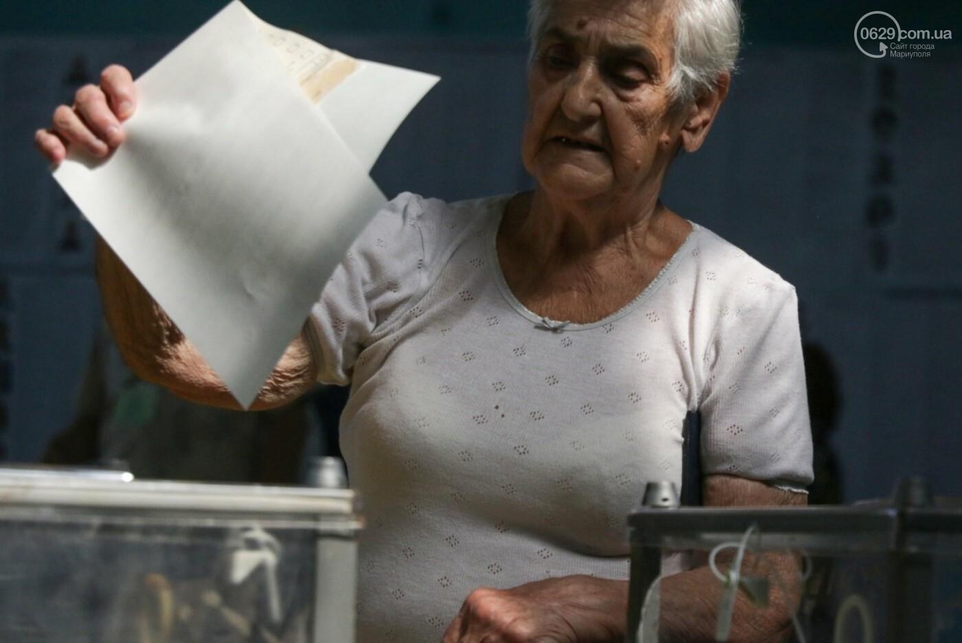 Как бабушки и дедушки будущее Украины выбирали, пока молодежь загорала на пляже, - ФОТОРЕПОРТАЖ, фото-5
