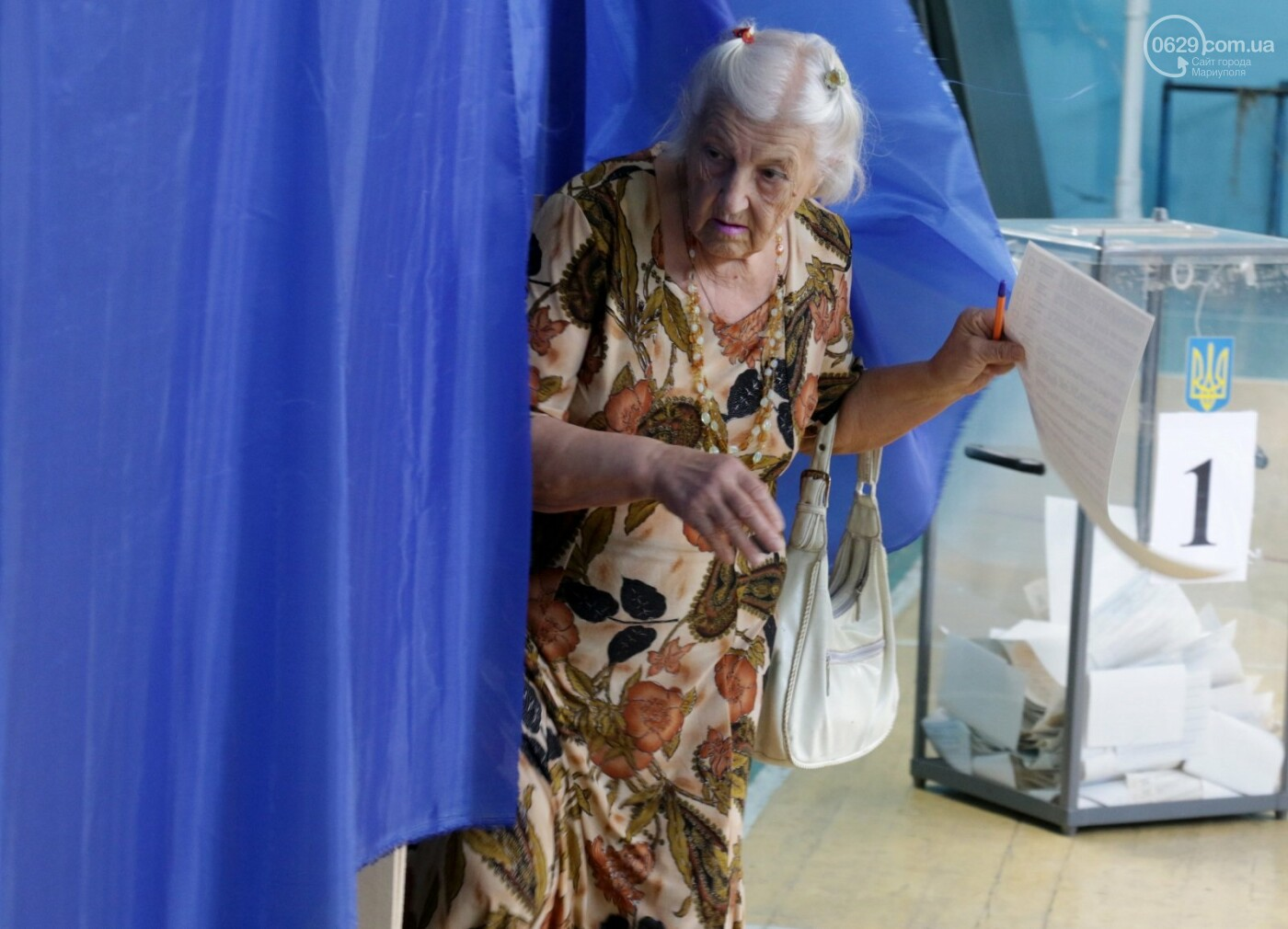 Как бабушки и дедушки будущее Украины выбирали, пока молодежь загорала на пляже, - ФОТОРЕПОРТАЖ, фото-7