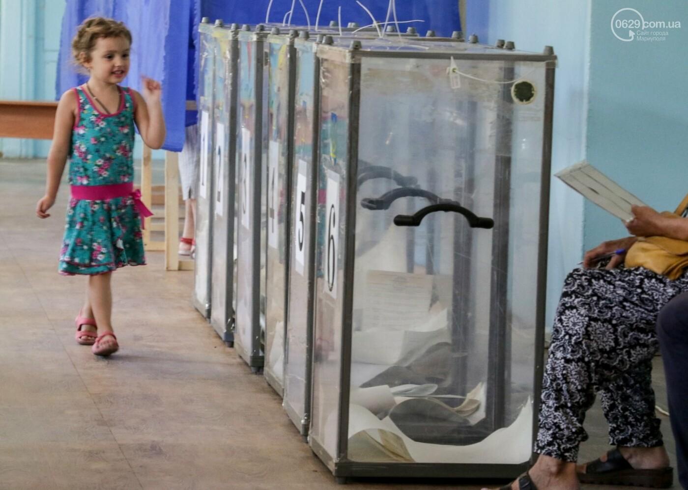 Как бабушки и дедушки будущее Украины выбирали, пока молодежь загорала на пляже, - ФОТОРЕПОРТАЖ, фото-16