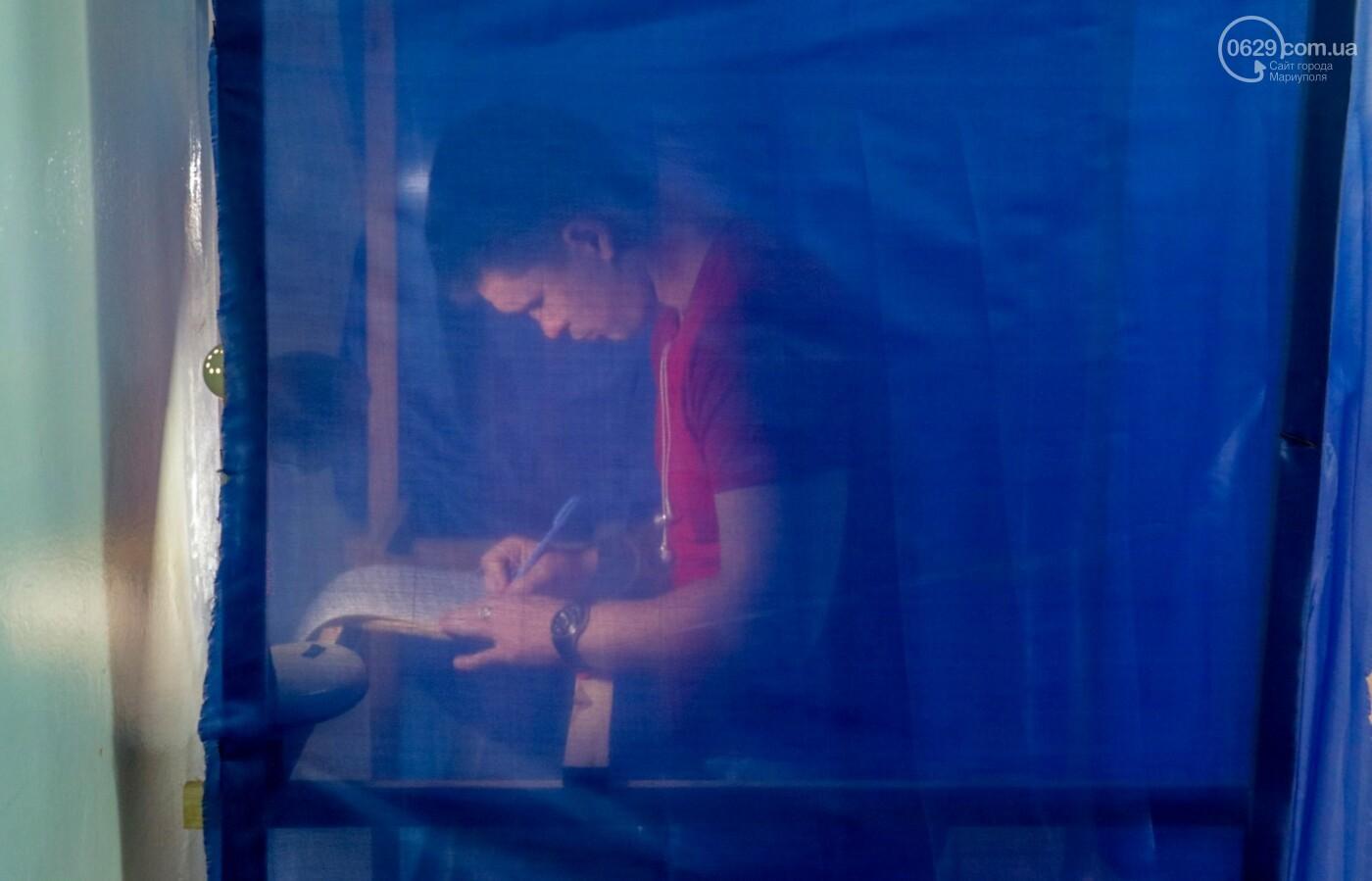 Как бабушки и дедушки будущее Украины выбирали, пока молодежь загорала на пляже, - ФОТОРЕПОРТАЖ, фото-14