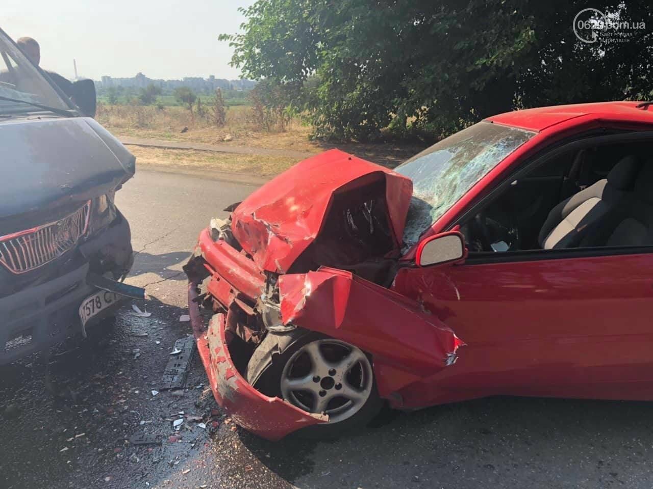 В Мариуполе Mitsubishi столкнулась с Газелью. Пострадал мужчина, - ФОТО, фото-1