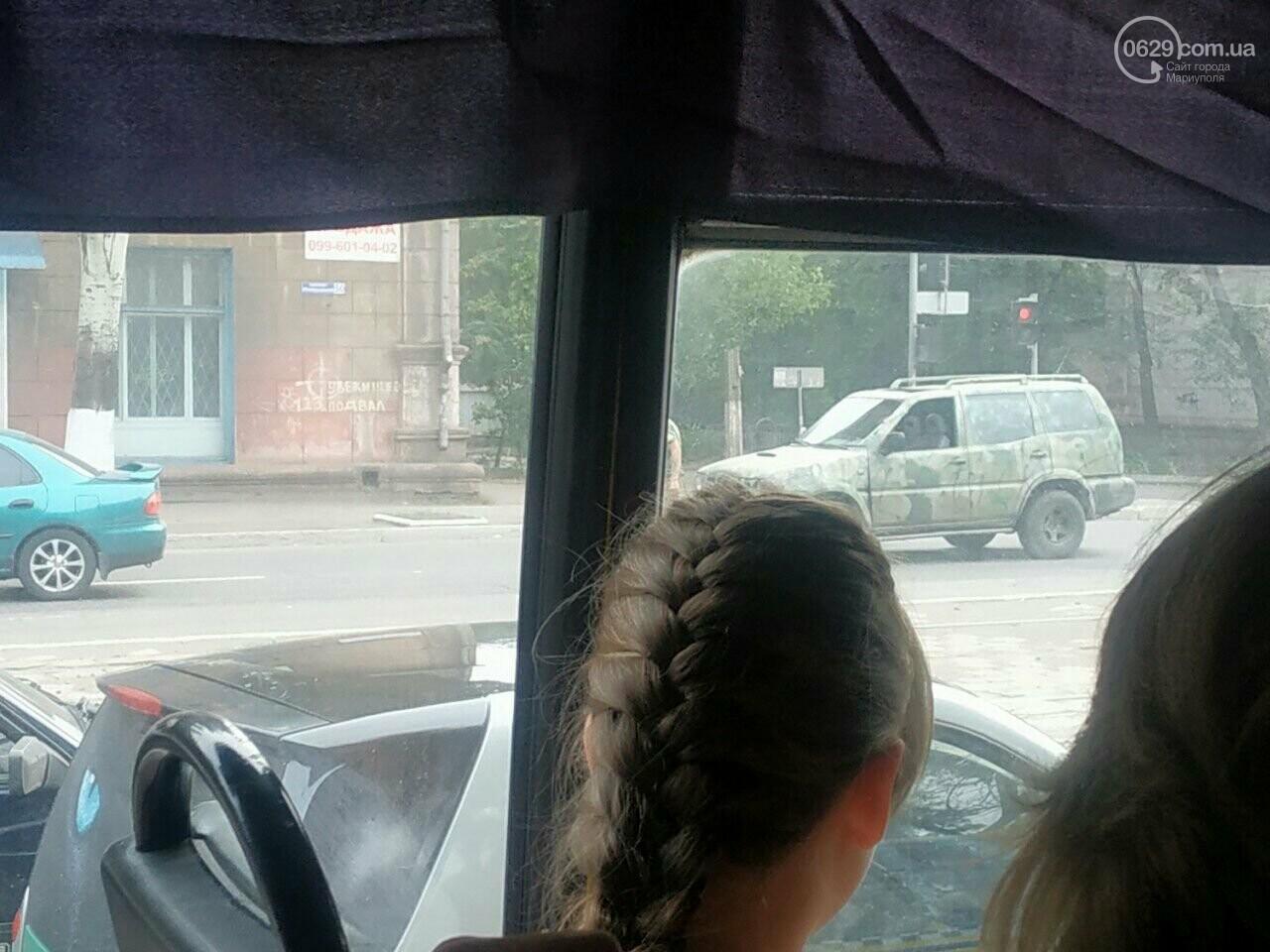 В Мариуполе внедорожник военнослужащих догнал Мазду, - ФОТО, фото-1