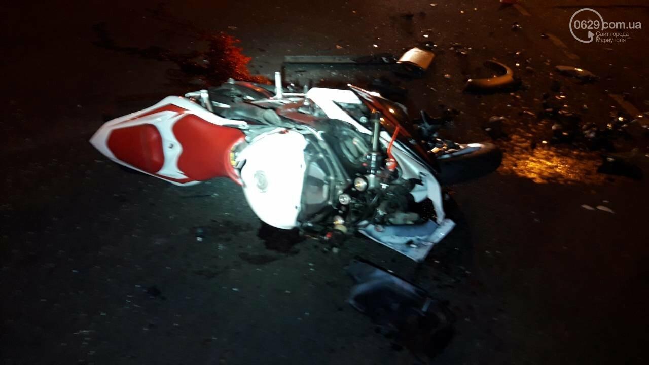 В центре Мариуполя мотоцикл столкнулся с кроссовером. Мотоциклиста увезла «скорая», - ФОТО, ДОПОЛНЕНО ВИДЕО, фото-4