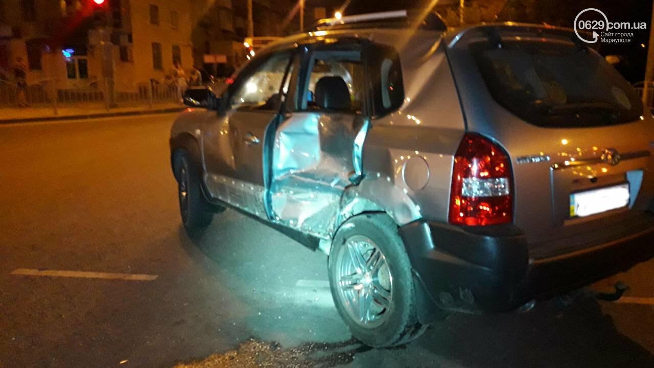 В центре Мариуполя мотоцикл столкнулся с кроссовером. Мотоциклиста увезла «скорая», - ФОТО, ДОПОЛНЕНО ВИДЕО, фото-6