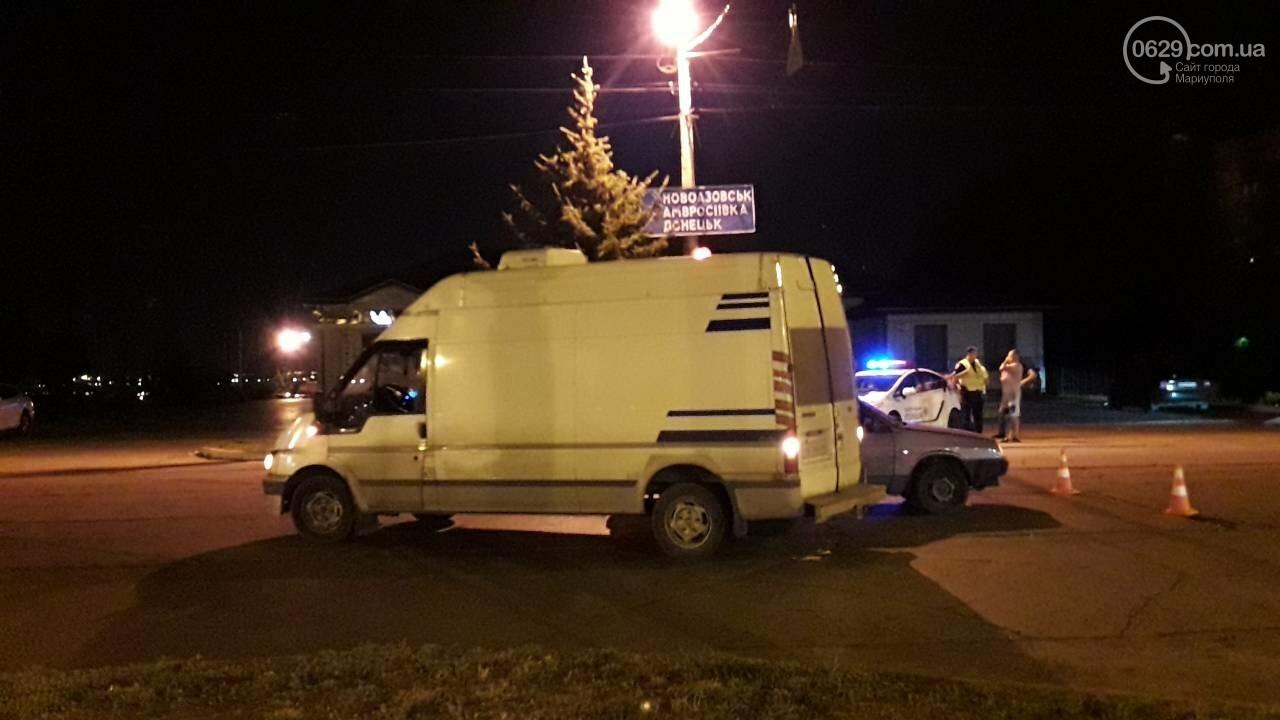 В Мариуполе микроавтобус столкнулся с ВАЗ, - ФОТО, фото-3