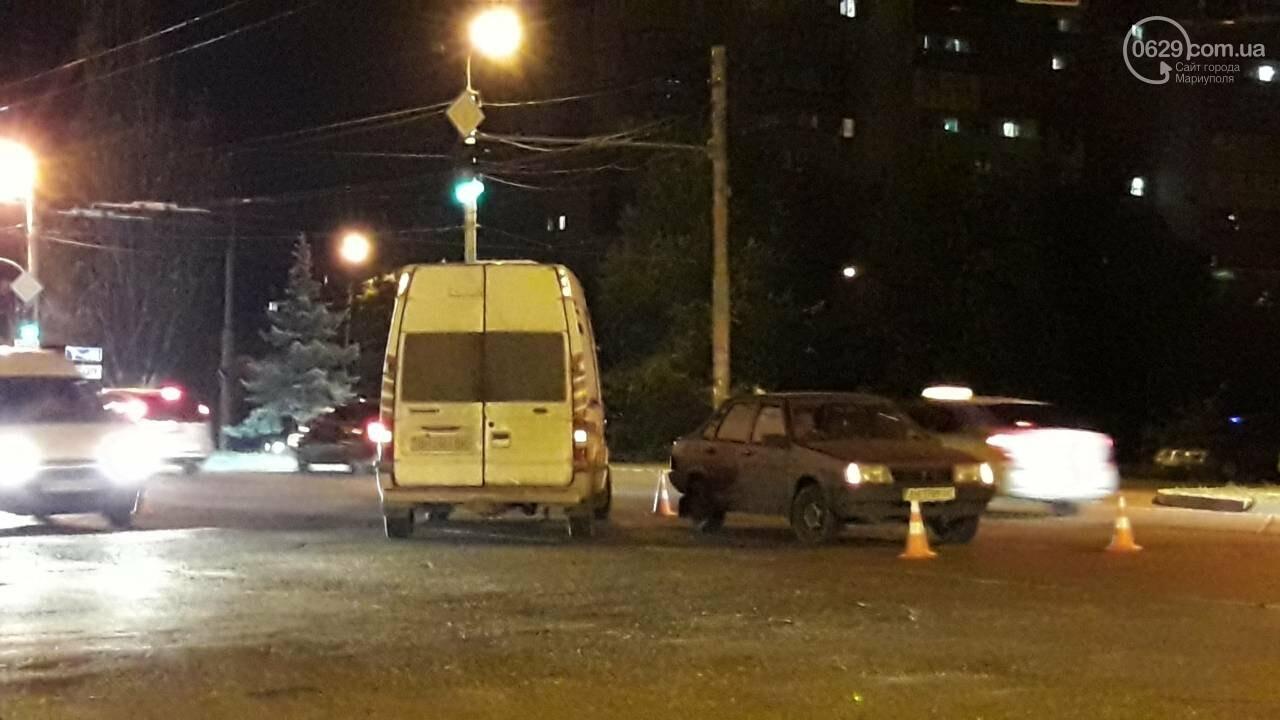 В Мариуполе микроавтобус столкнулся с ВАЗ, - ФОТО, фото-1
