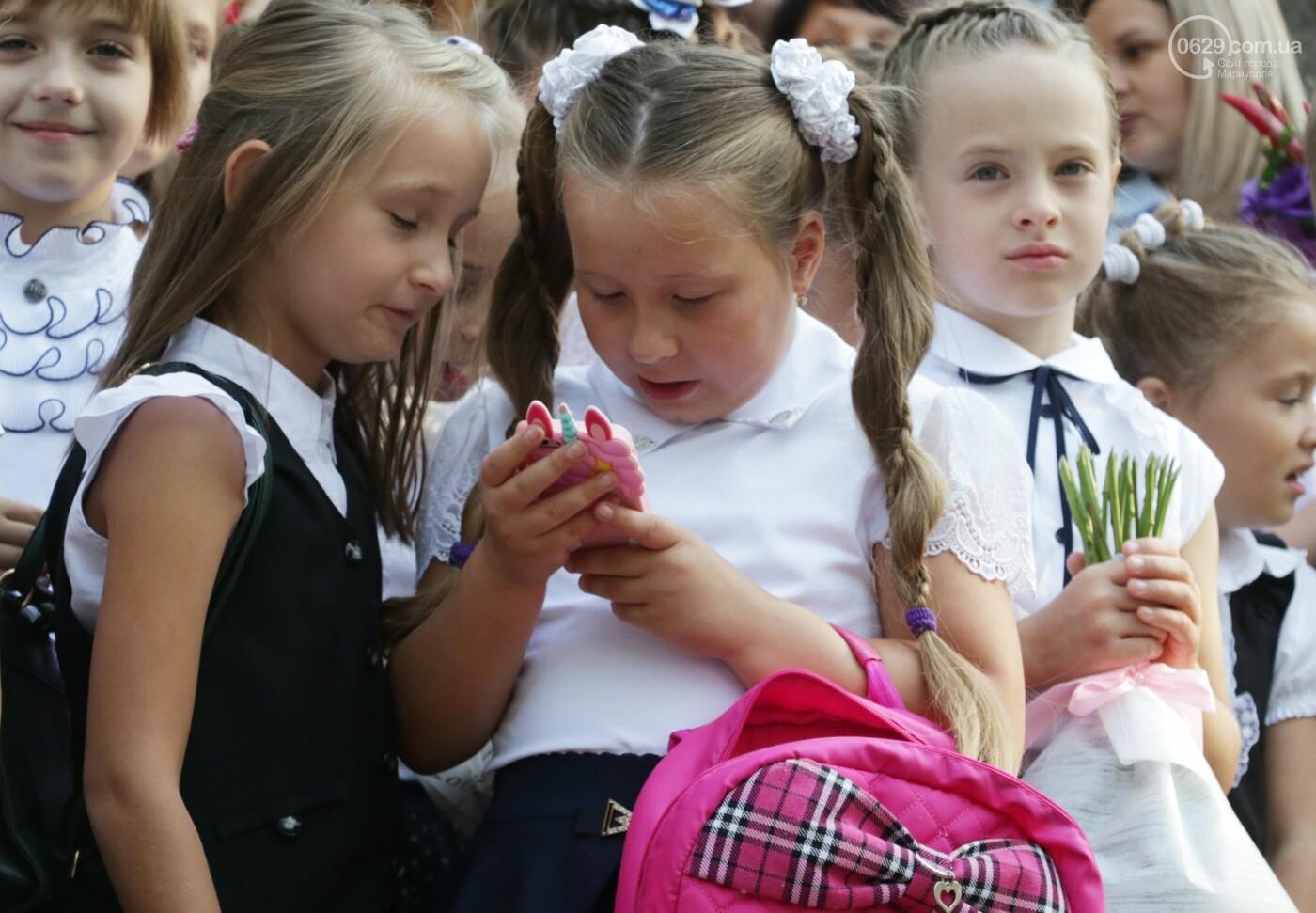 Первый звонок в Новой украинской школе: четыре тысячи первоклашек сели за парты в Мариуполе, - ФОТОРЕПОРТАЖ, фото-20