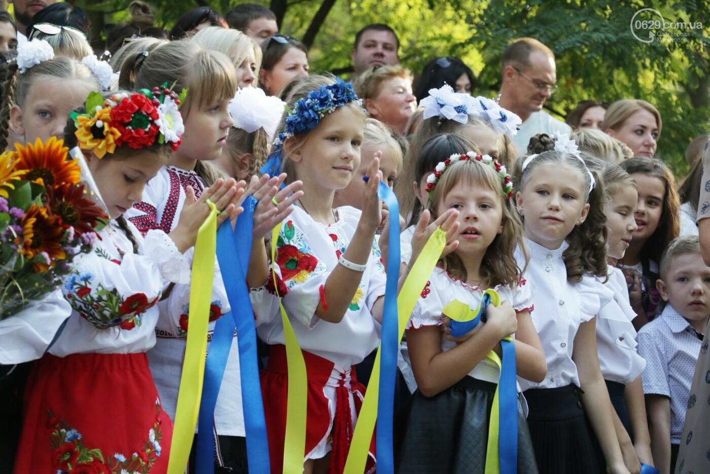 Первый звонок в Новой украинской школе: четыре тысячи первоклашек сели за парты в Мариуполе, - ФОТОРЕПОРТАЖ, фото-2