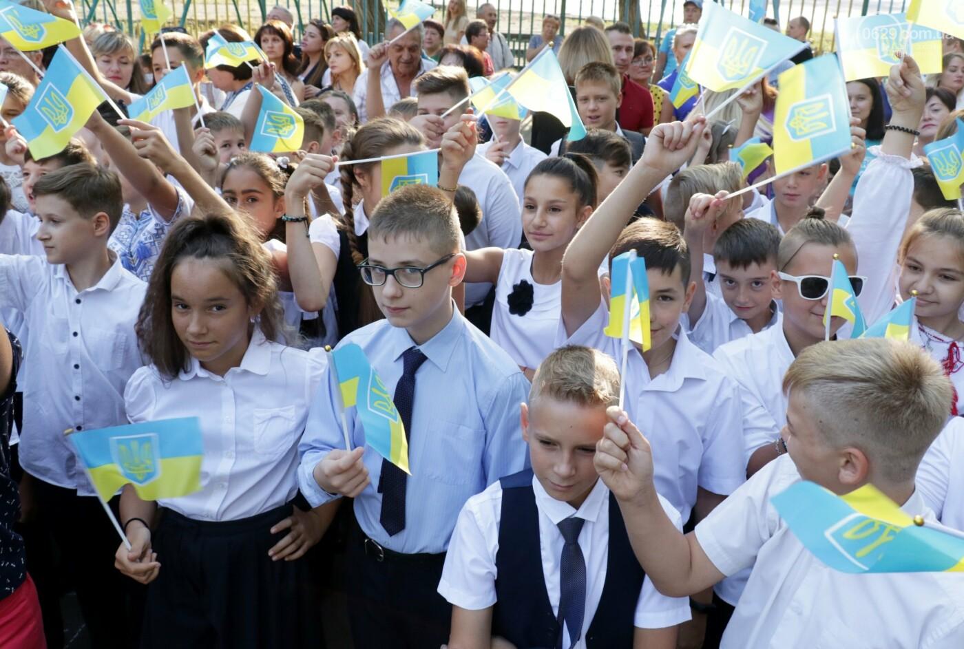 Первый звонок в Новой украинской школе: четыре тысячи первоклашек сели за парты в Мариуполе, - ФОТОРЕПОРТАЖ, фото-13
