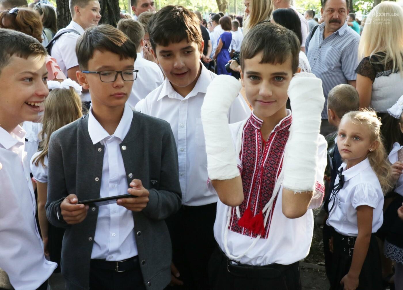 Первый звонок в Новой украинской школе: четыре тысячи первоклашек сели за парты в Мариуполе, - ФОТОРЕПОРТАЖ, фото-15