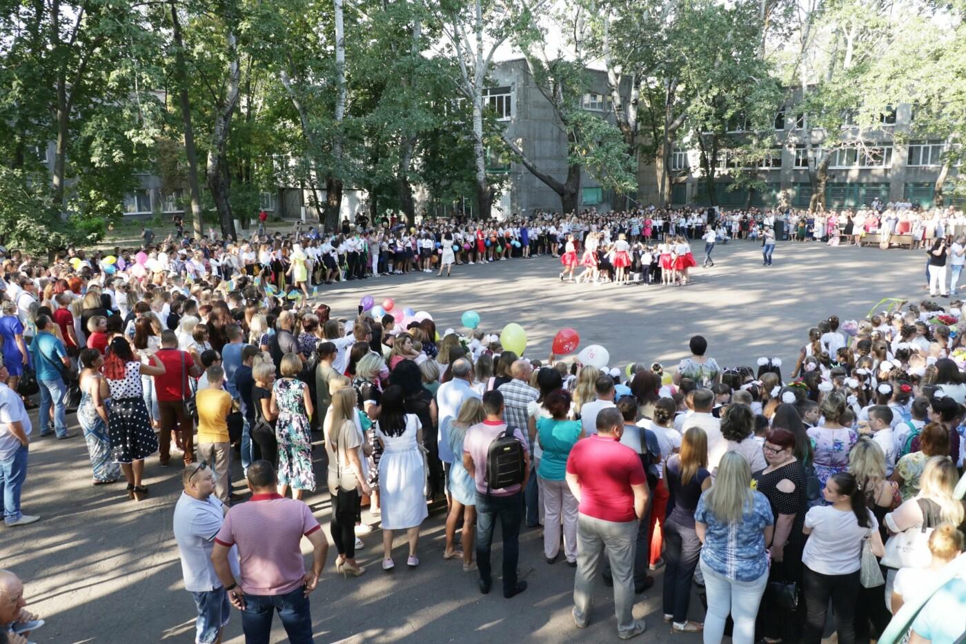 Первый звонок в Новой украинской школе: четыре тысячи первоклашек сели за парты в Мариуполе, - ФОТОРЕПОРТАЖ, фото-14